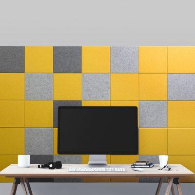 Gele-tegels-stack-achter-bureau